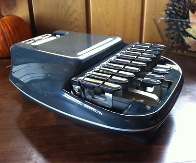 stenographer typewriter